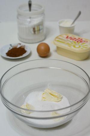Rotolo red velvet: lavorare Vallé con zucchero e vaniglia