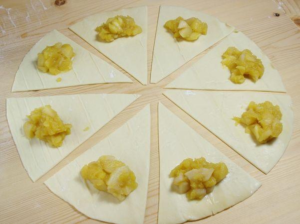 Prendere la Pasta Sfoglia Vallé e tagliarla in 8 spicchi