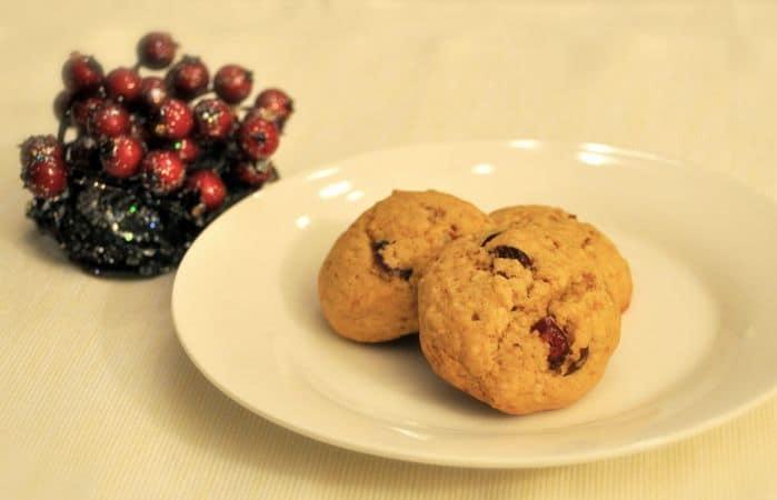 Cuocete per 15 minuti circa, poi sfornate e aspettate 10 minuti prima di staccare i biscotti dalla placca (sono estremamente morbidi) e metterli a raffreddare sulla griglia per dolci. Conservate in un contenitore a chiusura ermeticaBuon Appetito da Kuri e da Vallé ♥