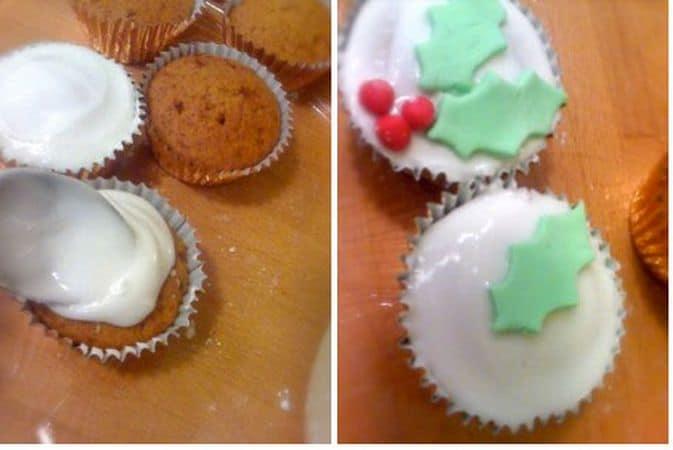 Glassate le tortine con l'aiuto di un cucchiaio, fermandovi ogni 3-4 dolci per decorare la superficie prima che si formi la pellicina che impedirebbe alle decorazioni di attaccarsi bene. Mettete due foglie e tre bacche su ogni cupcake e fateli aderire con una leggera pressione