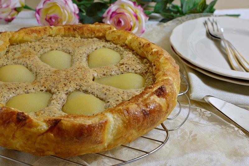 Torta sfogliata di pere e crema frangipane
