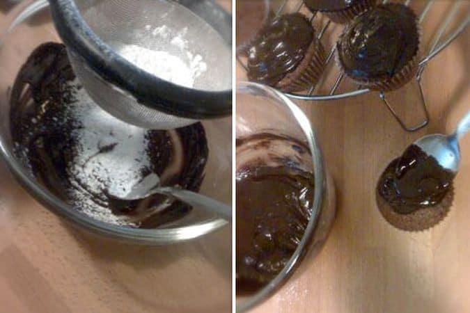 Lasciate raffreddare le tortine sulla griglia. Quando sono completamente fredde, preparate la glassa. Fate sciogliere il cioccolato a bagnomaria, poi unite lo zucchero a velo setacciato e mescolate bene. Fate cadere un cucchiaio di glassa su ogni tortina e spalmate col dorso del cucchiaio