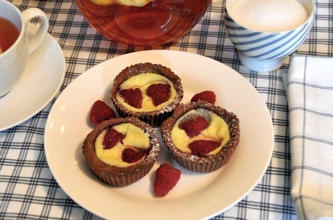 Cuocete per 30 minuti circa, spostando i dolci sul piano inferiore per gli ultimi 10 minuti. Lasciate raffreddare e servite. Conservate in frigoriferoBuon appetito da Kuri e da Vallé ♥