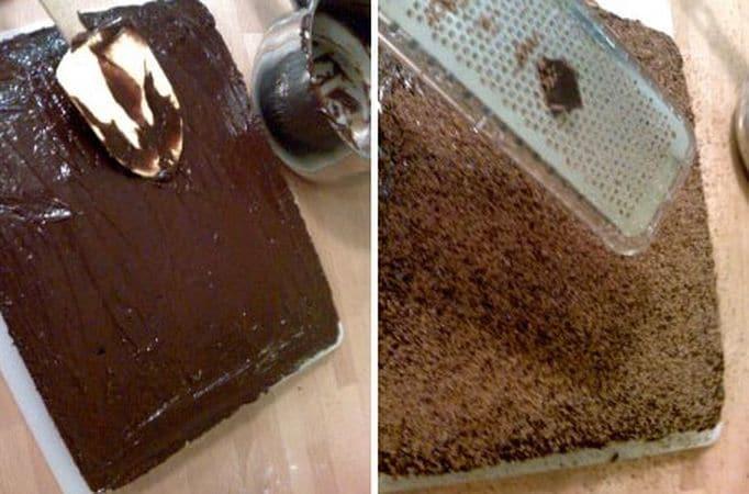 Versate in una tortiera rettangolare (28×22), livellate e infornate per 35-40 minuti. Sfornate e lasciate raffreddare bene. Mettete il cioccolato spezzettato con l'acqua in un pentolino dal fondo pesante e fate sciogliete a fuoco bassissimo, mescolando bene. Aggiungete lo zucchero a velo setacciato e l'olio e spalmate sul dolce. Se volete, grattugiate altro cioccolato per decorare. Lasciate seccare la glassa per almeno un'ora