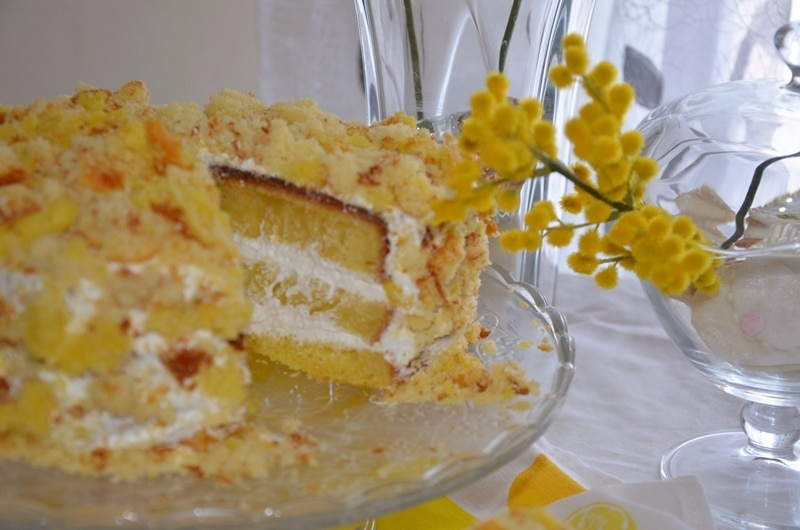 Torta mimosa con mousse bianca