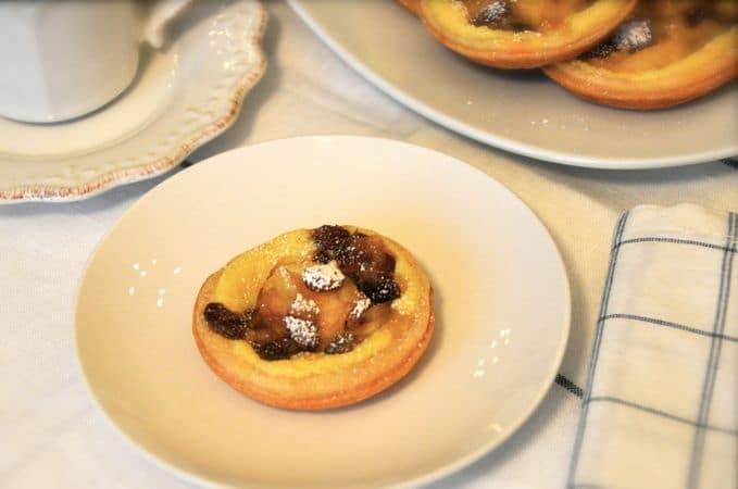 Sfornate e aspettate 10 minuti prima di toglierli dallo stampo. Servite tiepidi o freddi, spolverati con poco zucchero a velo.Buona torta da Vallé ♥
