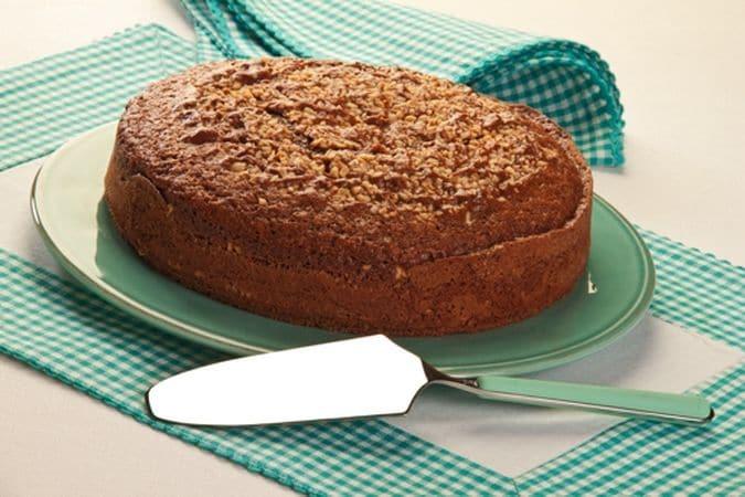 Cuoci, nel forno preriscaldato a 180° per 40-45 minuti; controlla la cottura infilando uno stecchino di legno nella torta, se esce asciutto è pronta.Buon Appetito da Vallé ♥