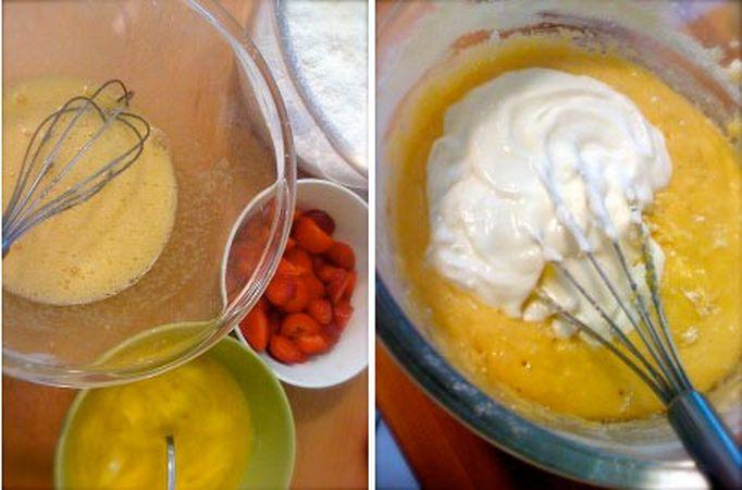 Accendete il forno a 180 gradi. Lavate e mondate le fragole e tagliatele a pezzetti. Fate sciogliere la margarina a bagnomaria o nel microonde. Mescolate farina e lievito, setacciate  e mettete da parte. Sbattete le uova con lo zucchero, poi aggiungete la margarina, la scorza di limone e la farina poca alla volta. Quando l'impasto comincia a diventare asciutto, aggiungete lo yogurt
