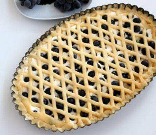 Cuocere in forno a 200° fino a doratura della pasta frolla.