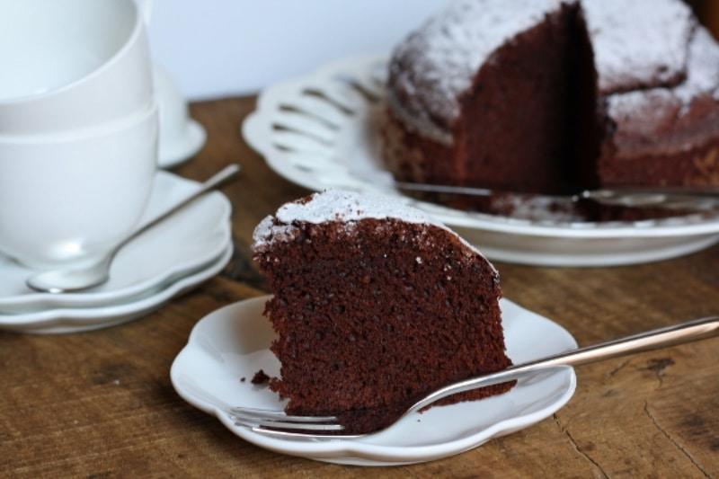 Torta soffice con latte di mandorla e cacao