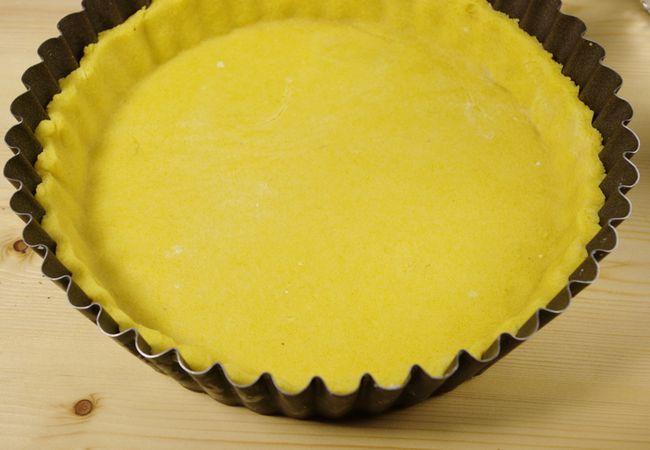 Con gli avanzi tagliate delle stelline e mettete su una placca. Finche preparate la crema tenete in frigo.