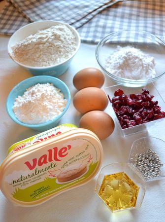 Ingredienti. Accendete il forno a 200 gradi. Ungete benissimo uno stampo da bavarese (diametro  22 cm) con margarina