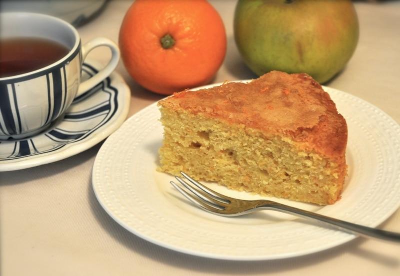 Torta con carote, agrumi e mela