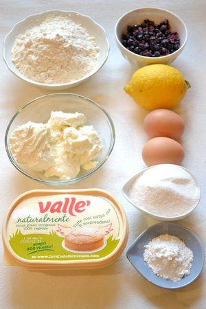 Ingredienti. Accendete il forno a 180 gradi. Mescolate farina e lievito, setacciateli e mettete da parte