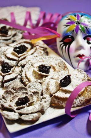 Riempire la corolla centrale con crema pasticcera, cioccolata ecc. Cospargere poi di zucchero a veloBuon carnevale da Morena e da Vallé ♥