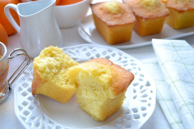 Aspettate mezz'ora, poi sformate i plumcake e metteteteli a raffreddare sulla gratella. Se non li consumate subito si conservano 2-3 giorni in un contenitore a chiusura ermeticaBuoni dolci da KURI e da Vallé ♥
