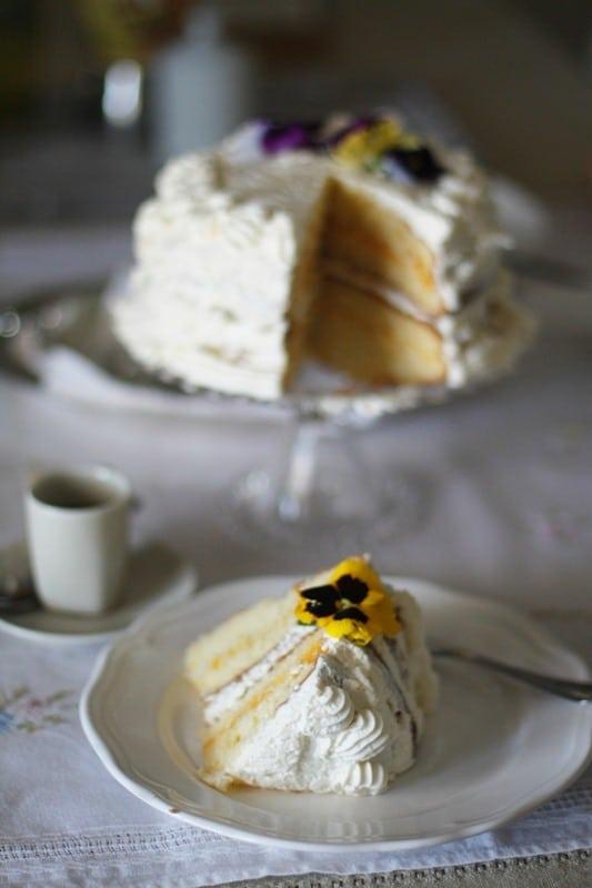 Torta golosa con crema di pesche sciroppate