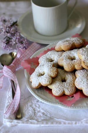Lasciar raffreddare e spolverizzare (a piacere) con zucchero a veloBuoni dolci da Anna-Gentile e da Vallé ♥