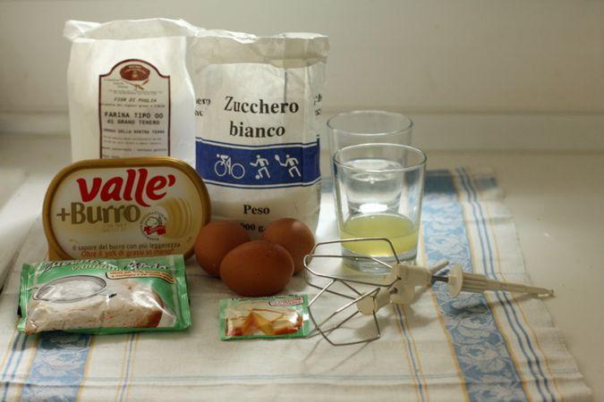 Gli ingredienti. Accendete il forno a 160 gradi