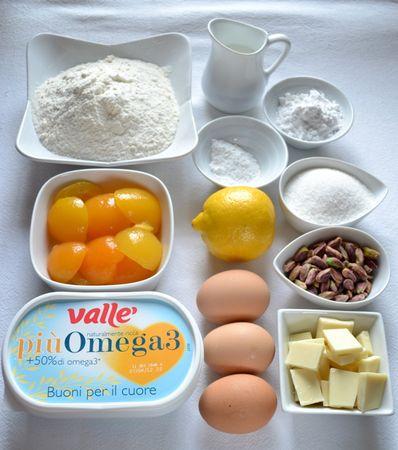 Gli ingredienti. Accendete il forno a 180 gradi. Mescolate farina e lievito e setacciateli