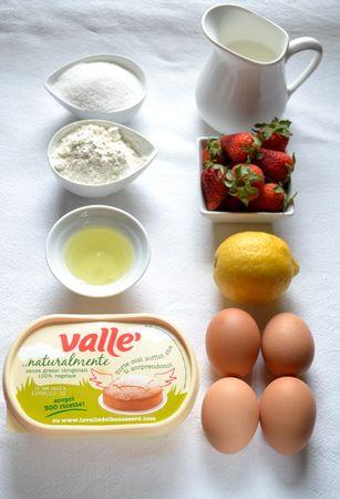 Gli ingredienti. Accendete il forno a 180 gradi. Lavate e tagliate le fragole. Ungete 4 stampini monoporzione da soufflé o 4 tazzine da tè adatte alla cottura in forno