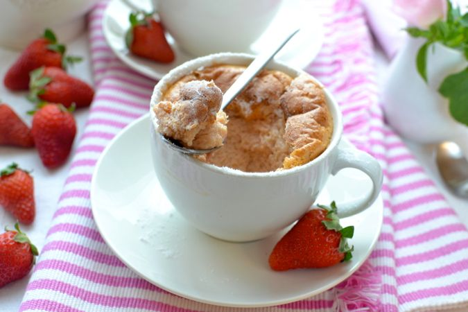Quando i soufflé saranno alti e leggermente dorati in superficie sfornate,spolverate con poco zucchero a velo e servite immediatamente. Buoni dolci da KURI e da Vallé ♥