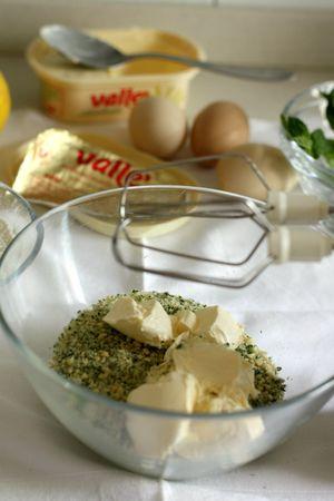 Aggiungere la margarina Vallé… naturalmente e lavorare fino ad ottenere una crema morbida