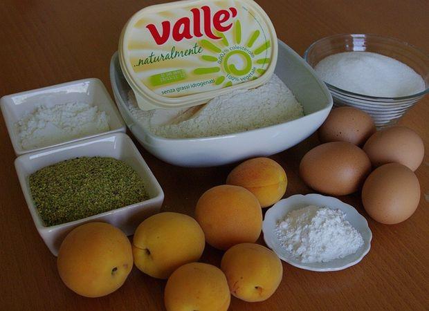 Ingredienti. Setacciare in una ciotola la farina, l'amido, il lievito ed il sale quindi aggiungere anche i pistacchi