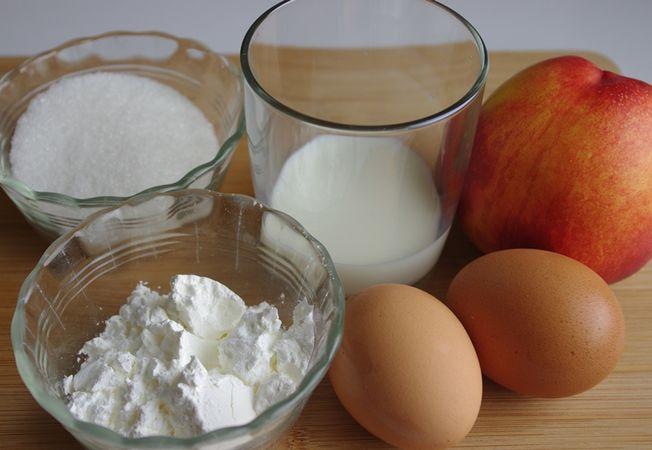 Intanto Preparare la Crema: frullando la polpa di nettarine e mescolandola con il latte in un pentolino