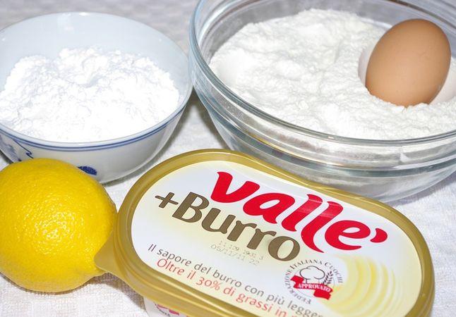 Ingredienti. Setacciare farina, sale e bicarbonato