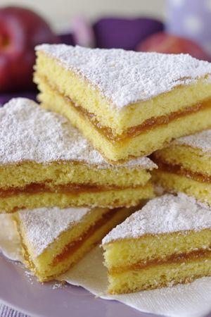 Tagliare a triangoli, cospargere di zucchero e servireBuoni dolci da Morena e da Vallé ♥