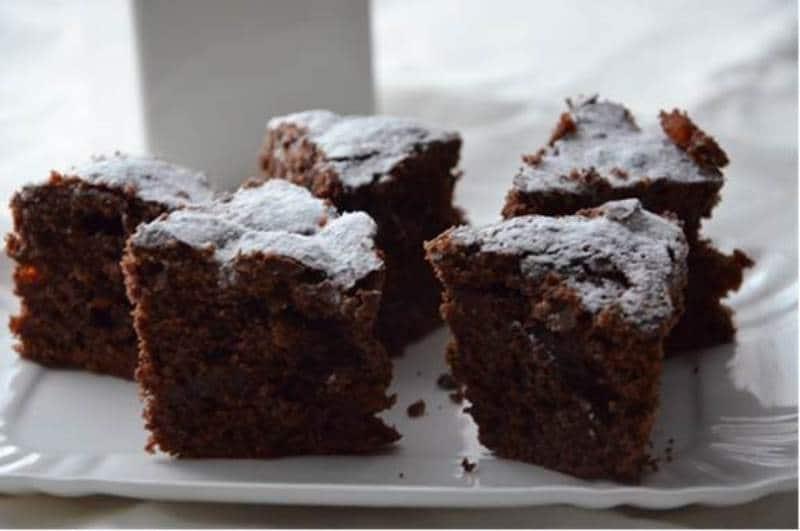 Trancetti di torta al cioccolato e papaya