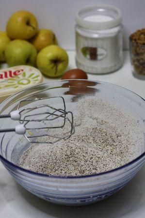 Aggiungere la farina di grano saraceno ed amalgamare il composto