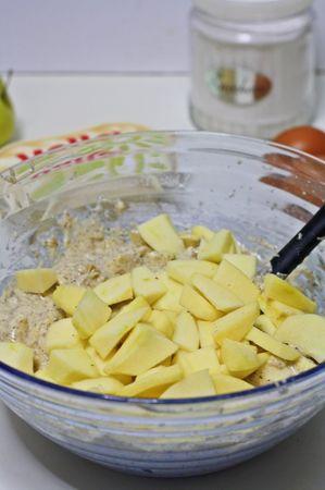 Fettare le mele a piccoli spicchi