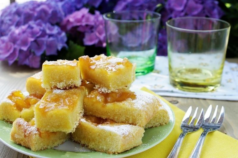 Torta variegata all'albicocca