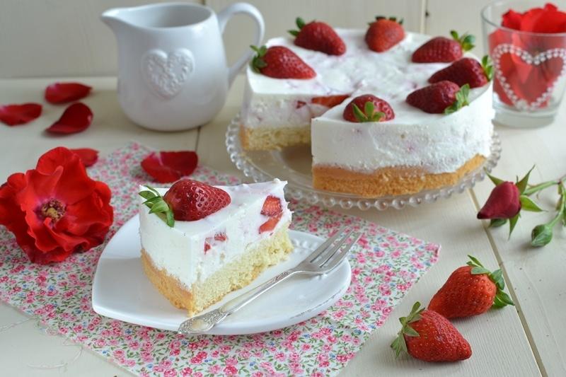 Torta fresca yogurt e fragole