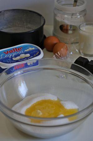 in una ciotola, aggiungere allo zucchero Vallé leggera completamente fusa e tiepida