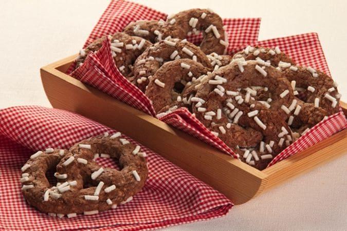 Cospargi la superficie dei biscotti con la granella di zucchero e infornali a 180° per 7-8 minutiBuone dolcezze da Vallé ♥