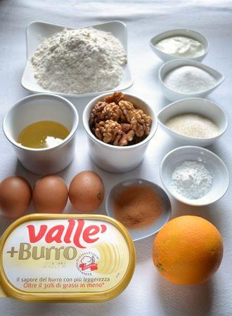 Ingredienti. Accendete il forno a 180 gradi. Ungete e infarinate uno stampo da ciambella alto (22 cm diametro).