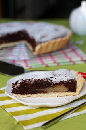 Servire la torta con abbondante zucchero a velo