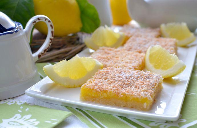 Cospargete con poco zucchero a velo e servite. Se non consumate in giornata, conservate in frigo per 2-3 giorni