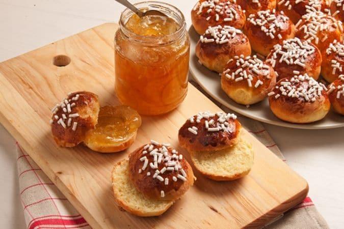 Lascia lievitare per 20-30 minuti poi passa in forno a 170° per 35 minuti. Lascia raffreddare e farcisci con la marmellata di arance prima di servire.Buon Appetito da Vallé ♥