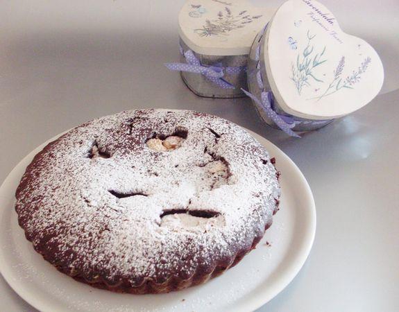 cuocere per 30 minuti a 165°. Spolverizzare il dolce una volta raffreddato con zucchero a velo vanigliato. Il giorno dopo è ancor più buona!