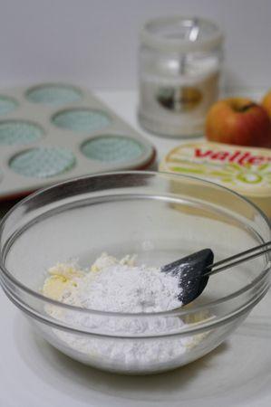 aggiungere al composto cremoso, la farina e il lievito