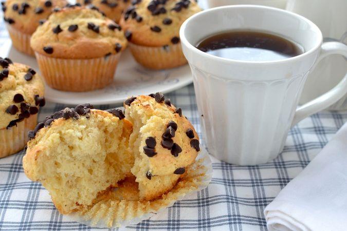 Infornate per 25 minuti circa; mettete a raffreddare sulla gratella e servite tiepidi o freddi. Come tutti i muffins hanno vita breve, consumate entro 2 giorni