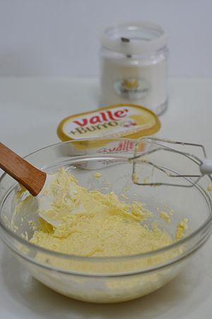 lavorare il tutto con una spatola aggiungendo la vaniglia