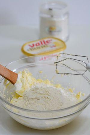 aggiungere la farina e amalgamare
