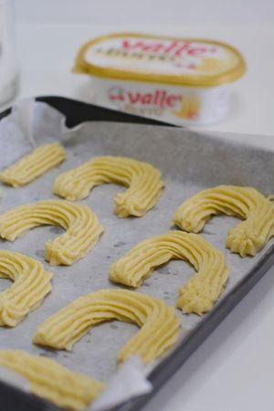 con l'aiuto di una sac a poche, dare forma ai biscotti ed infornare per 15min. a 180°