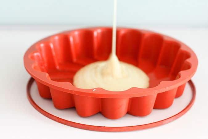 Versare in una teglia da forno e cuocere per circa 30 minuti a 180°