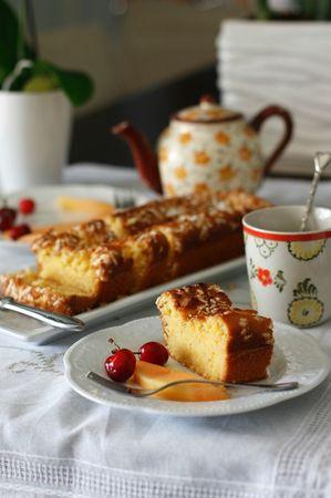 Suggerisco di gustare questa torta con un cucchiaino di marmellata di albicocche e con la frutta fresca